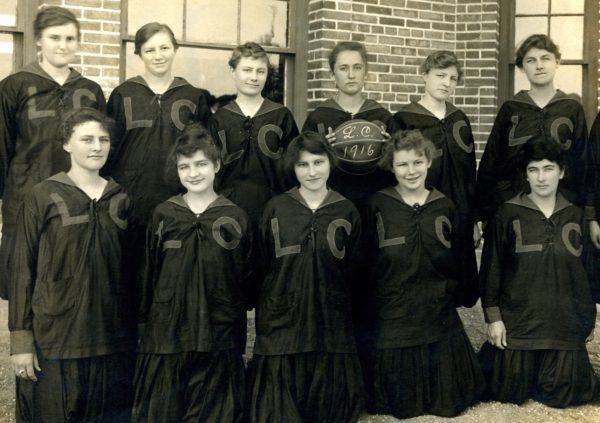 1916 Women's Basketball Team