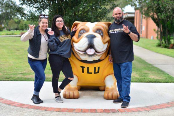 Parents/student with bulldog statue